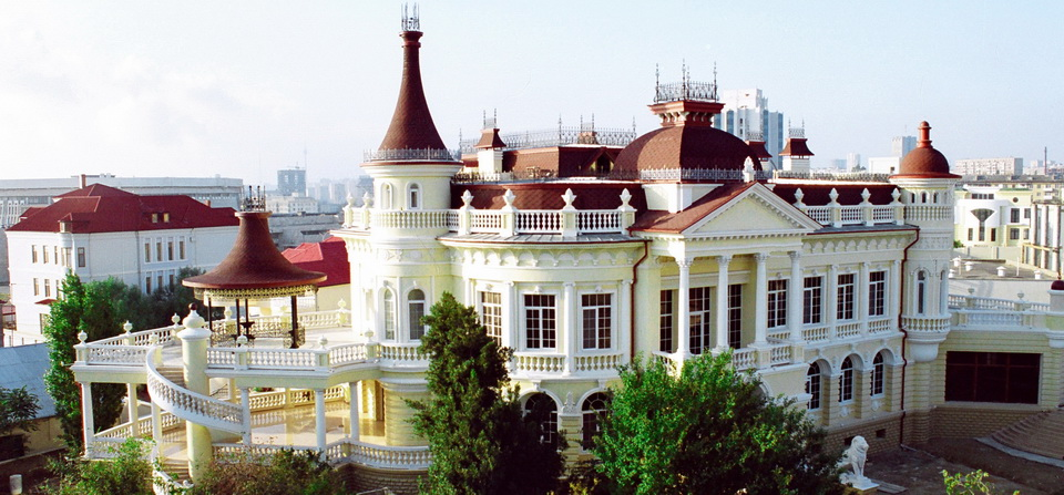 Exquisite mansion in a fashionable district of Baku city